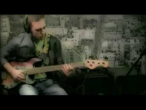 "In this video I play my clinic song ""Metropolitan Groove"". I use the TC Electronic Classic450 TubeTone™ knob emulating a tube pre-amp and power-amp from 2,5 to 10.