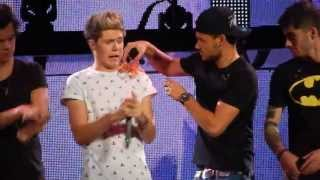 One Direction - Live While We're Young HD 17/10/13 Melbourne