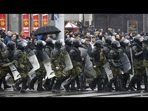 Μαζικές συλλήψεις διαδηλωτών στη Λευκορωσία