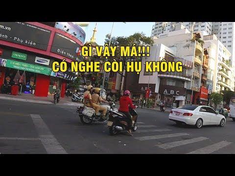 Ninja LEAD thi nhau làm lạc tay lái CSGT dẫn đoàn NVQS - Police near miss at intersection - Thời lượng: 101 giây.