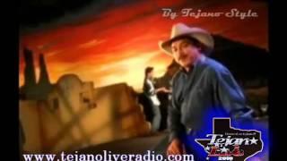 video y letra de Ella es asi  por Emilio Navaira