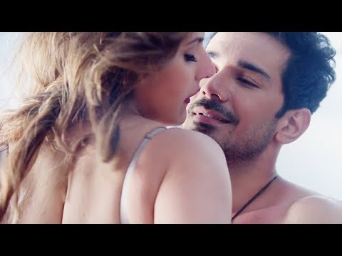 Video Zarin khan hot kiss scene from Aksar 2 Movie download in MP3, 3GP, MP4, WEBM, AVI, FLV January 2017