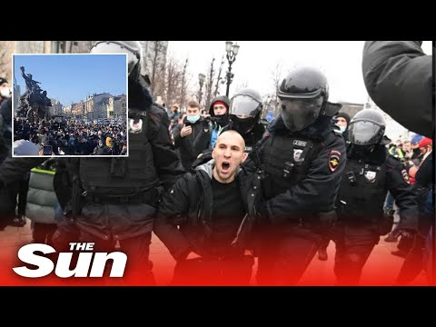 Anti-Putin protesters clash with cops across Russia over poisoned Alexei Navalny