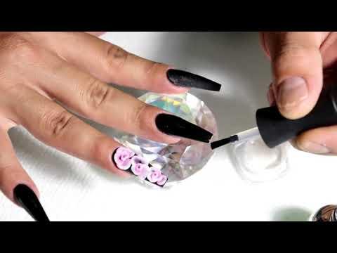 uñas acrilicas negras con efecto cromado + rosas en 3D
