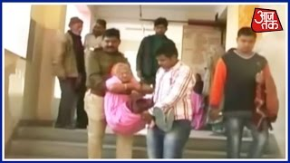 Policemen Carried His Mother For Treatment In Kanpur Hospital