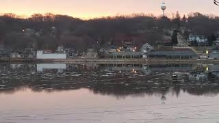 Le Claire (IA) United States  city photos gallery : Ice Flow on Mississippi River Le Claire Iowa