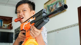 Video Đồ Chơi Bắn Súng Nerf Cuộc Chiến Xúc Xích Và Siêu Súng: Nerf War Sausage Battle Shot MP3, 3GP, MP4, WEBM, AVI, FLV November 2018