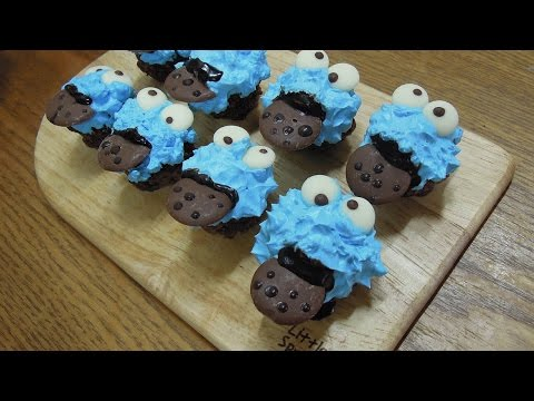 Cookie Monster cake balls - Mongbche