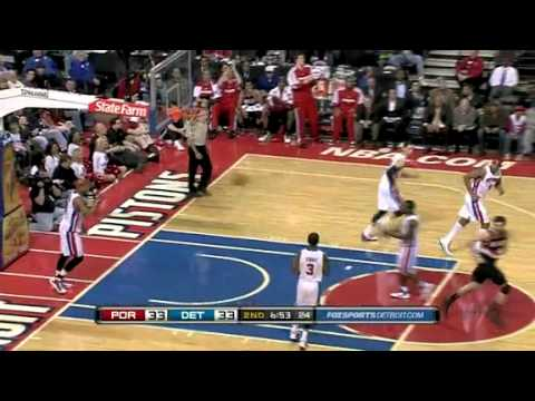 Rudy Fernandez dunks against Detroit Pistons