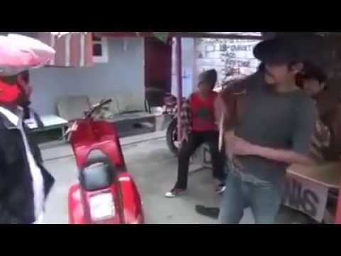 Video Sadis Preman Gak Pakai Basabasi..... Langsung main Golok.... download in MP3, 3GP, MP4, WEBM, AVI, FLV January 2017