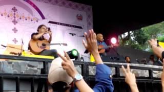Video Iwan Fals Feat Iwan Abdurahman | Konser Pelangi Kuning @Leuwinanggung MP3, 3GP, MP4, WEBM, AVI, FLV April 2018