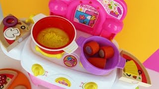 Cooking chicken noodle soup using this wonderful toy kitchen playset, using play doh fun factory to make noodels. Also unboxing ...