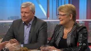 Lars Ohly (V) och Maud Olofsson (C) diskuterar Thatchers politiska gärning i april 2013