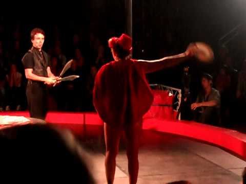 Magician of Amy Amour's Love Circus in Sydney (видео)