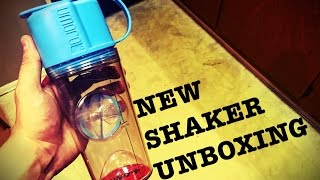 UNBOXING of Umoro's shaker bottle in the sky blue color.Also sold in black,white and pink.Pick yours up!!!www.umoro.com