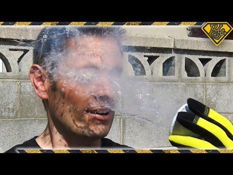 他將零下196度的液態氮潑到臉上看會不會凍傷,當液體接觸到他臉的那瞬間所有人都看傻了眼…
