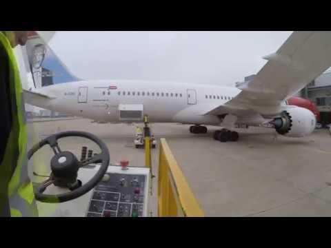 Ramp Life: Norwegian Boeing 787-900 High-loader