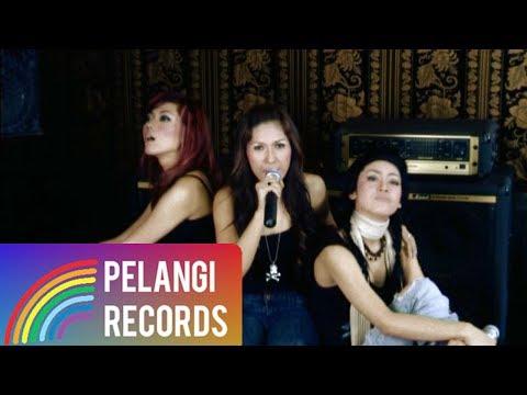 Download Lagu Pop - Dewi Dewi - Ini Gila Ini Cinta (Official Music Video) Music Video