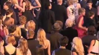 Taylor Swift dancing to Wagon Wheel
