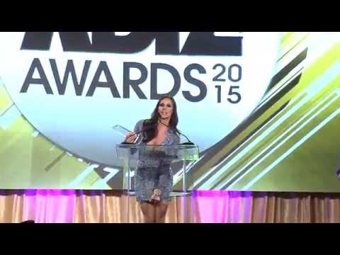 2015 XBIZ Awards - Kendra Lust Wins ''MILF Performer of the Year' Award (видео)