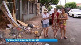 Moradores sofrem com calçadas intransitáveis em Assis