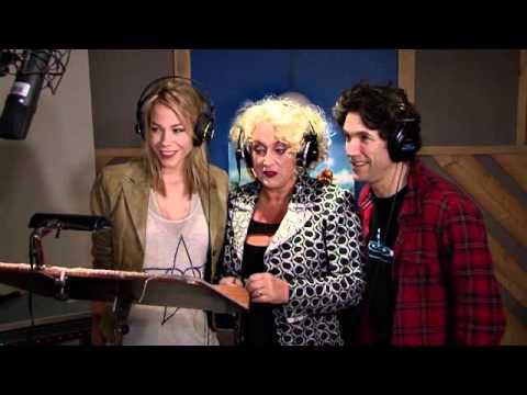 Daniël Boissevain, Karin Bloemen en Nicolette Kluijver in de studio van SDI voor het inspreken van de Nederlandse versie