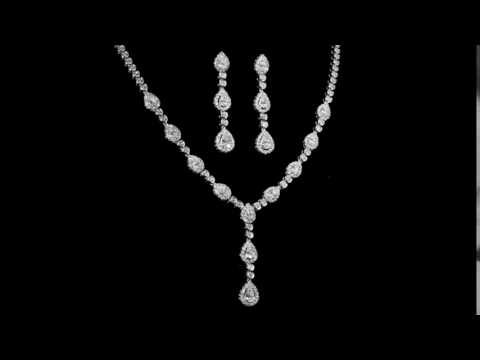 Elegant 18k White Gold 10.36ct (TDW) Diamond Necklace and Matching Earrings Set
