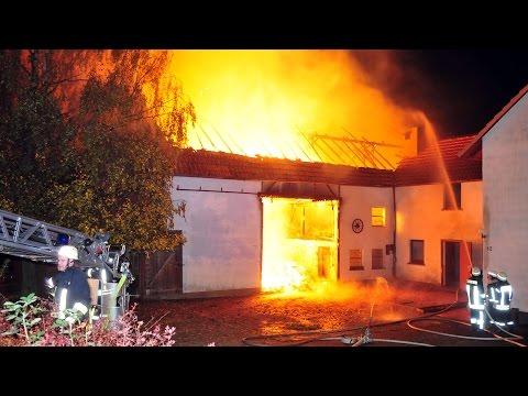 Scheune bei nächtlichem Feuer zerstört