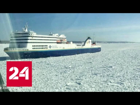 Во льдах затерло пассажирское судно