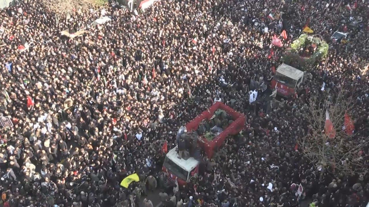 Τεράστιο πλήθος κατέκλυσε το κέντρο της Τεχεράνης για να θρηνήσει τον Ιρανό στρατηγό