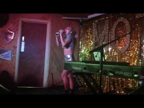 Lady Gaga 'Perfect illusion' (Live at The Moth) HD