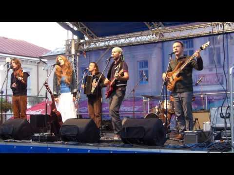 Na námestí s úspechom hrala Hrdza, sympatie publika si získalo aj duo Stoklasová