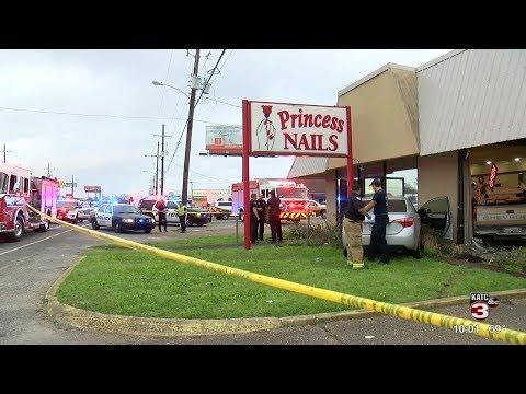 Two vehicles crash into Lafayette nail salon