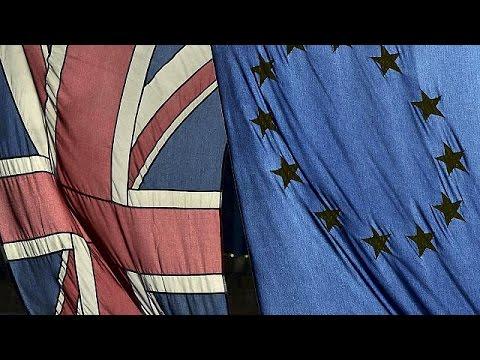 Μ.Βρετανία: «Μαχαίρι» σε κοινωνικά επιδόματα για μετανάστες