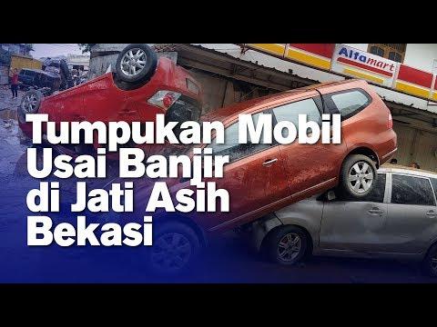 Tumpukan Mobil Usai Banjir di Jati Asih Bekasi