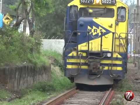 Tv Voz - Carro e trem colidem em passagem de nível próxima ao Parque da Cidade Barra Mansa