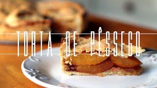 """Neste episódio, Isadora prepara uma receita que envolve uma grande história de amor: a Torta de Pêssego do filme """"Refém da..."""
