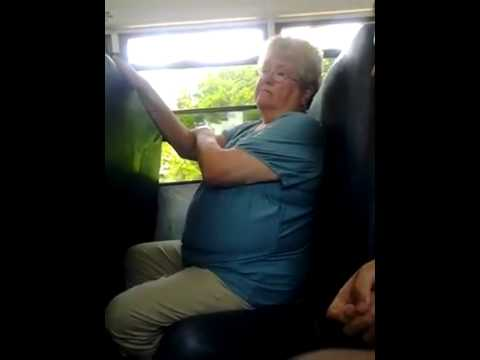 Karen wordt gepest in de bus