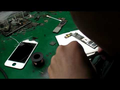 Smartphone repair at the Shenzhen Smartphones Market