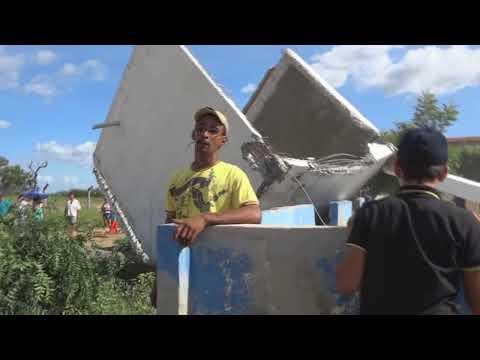 Demolição da caixa dagua da Creche de São José do Brejo do Cruz