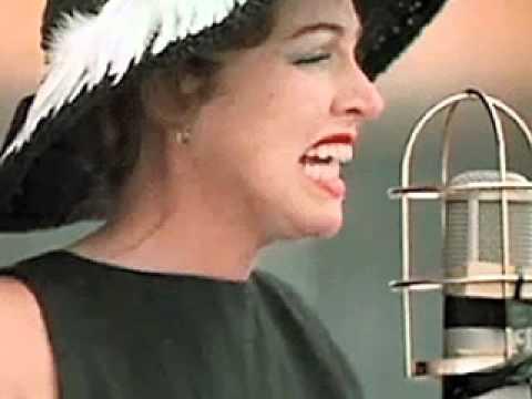 Tekst piosenki Anita O'Day - Peel Me a Grape po polsku