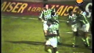 Vitória do timaço do Palmeiras do início da década de 90. Gols de Romeu, Edilson (2) e Evair. Imagens: TV Bandeirantes.