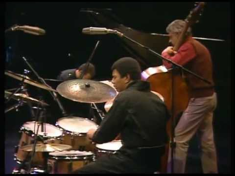 Keith - http://www.dominicjmarshall.com Keith Jarrett, Gary Peacock and Jack Dejohnette jamming. set-list: 1. I Wish I Knew 2. If I Should Lose You 3. Late Lament 4....