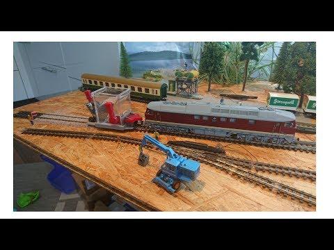 Gleise Schottern mit der Esu Ludmilla + Proses Schotterverteilungswagen /H0 Modelleisenbahn (видео)