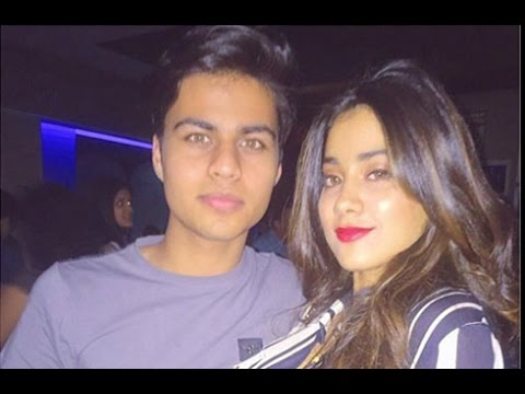 Sridevis-daughter-Jhanvi-Kapoor-intimate-photo-with-her-Boy-Friend-Hot-Cinema-News