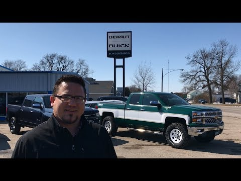 Modern Chevy Pickups Made to Look 1970's Retro By Minnesota Dealer (видео)