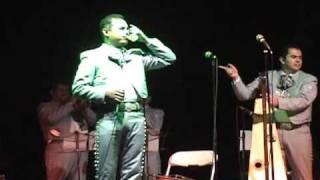 video y letra de cielo rojo  por Mariachi Vargas