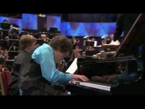 Benjamin Grosvenor plays Britten's Piano Concerto (BBC Proms 2011)