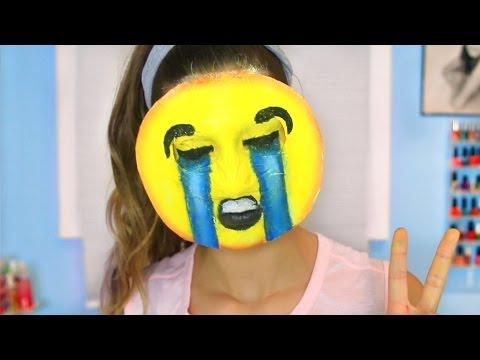DIY Emoji Halloween Costume!