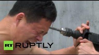 Głowa mnicha z Shaolin kontra wiertarka udarowa – to jest dopiero jazda.